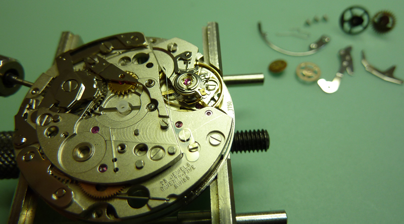 Removing the tag heuer chronograph mechanism