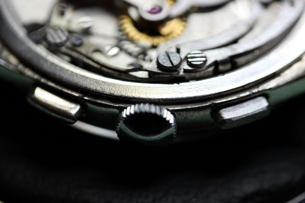 The new Breitling pusher fitted to the movement and is a great fit.